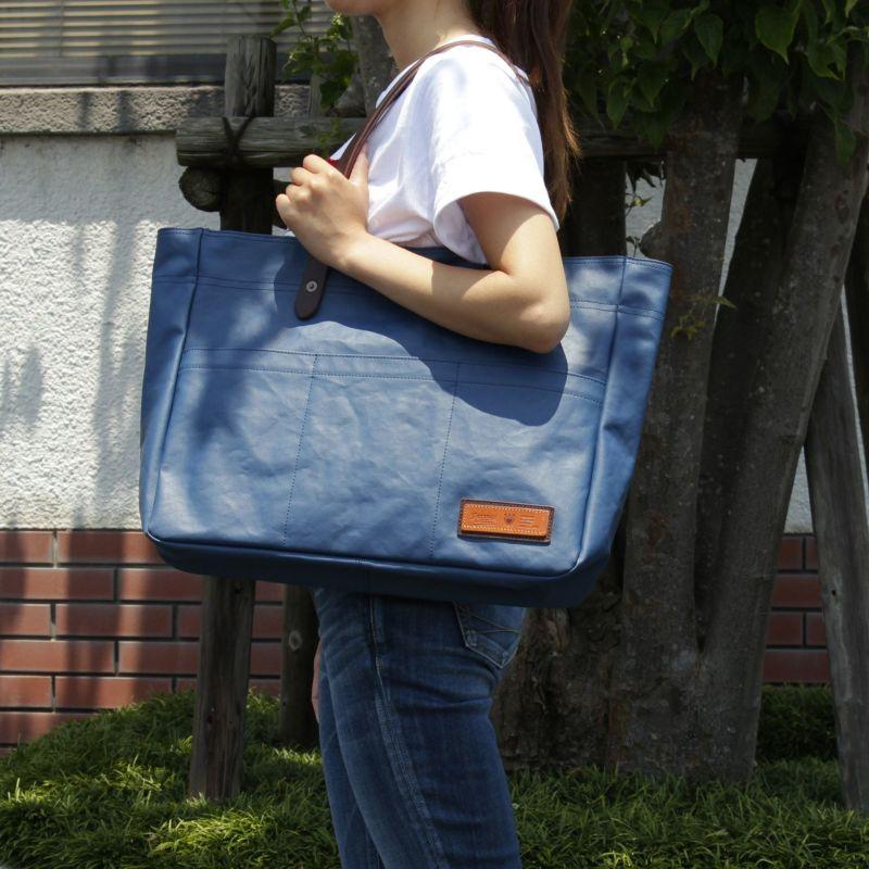 コミュート 横型トートバッグ 女性にも使いやすいサイズ