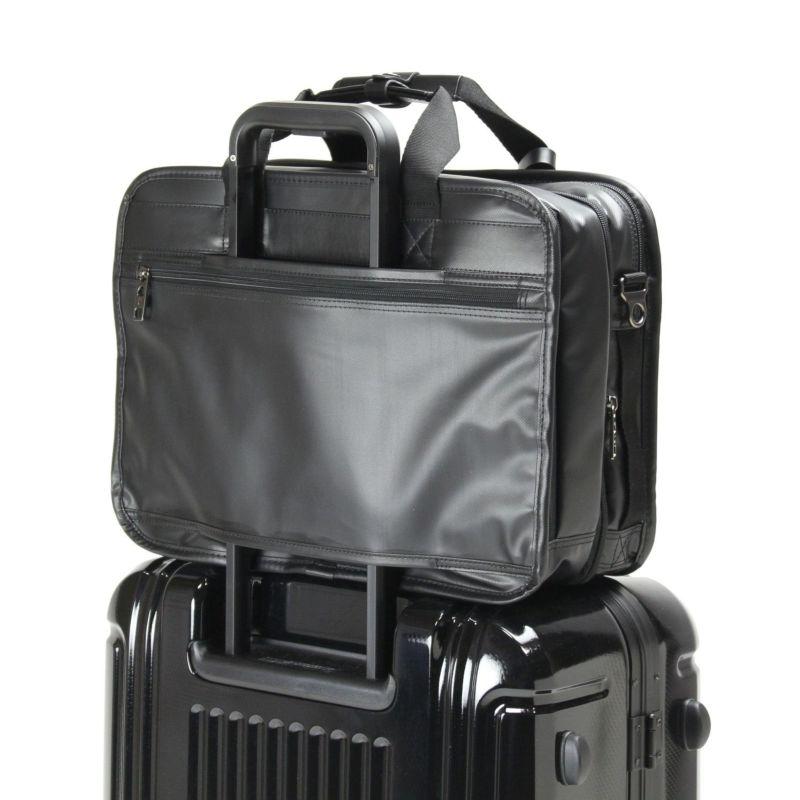 スーツケースとの併用に便利なキャリーオン機能
