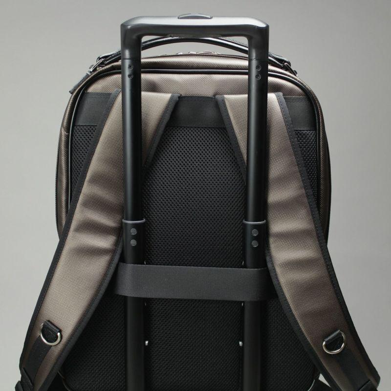 豊岡鞄 MIJリュック スーツケースとの併用に便利なキャリーオン機能