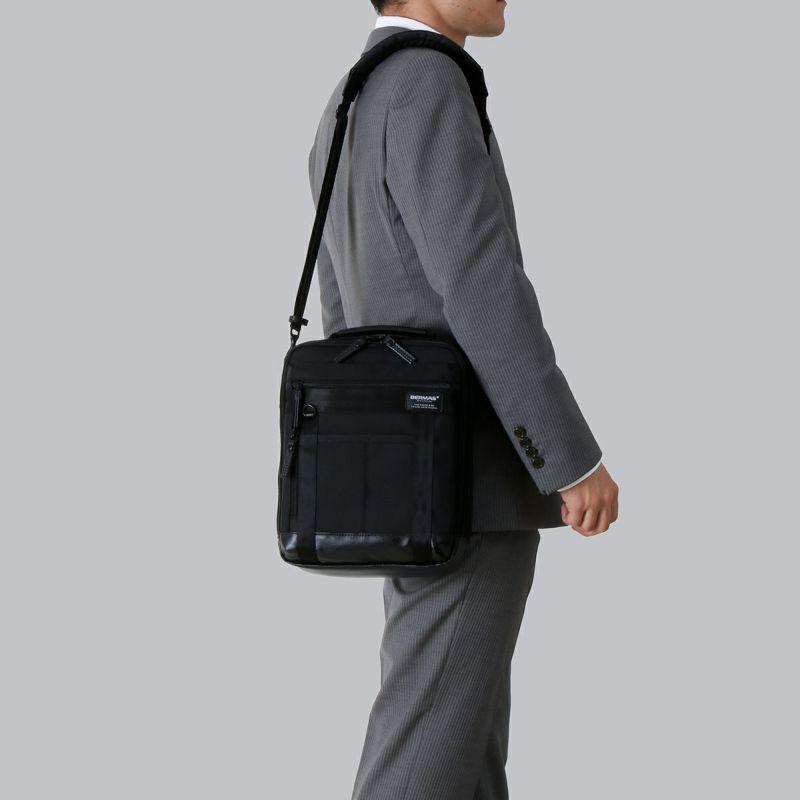バウアー3 ショルダーS コンパクトなサイズ感で持ち運びに便利