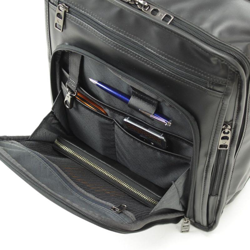 インターシティコーティング ビジネスリュック スマートフォンなどの小物収納に便利な前ポケット