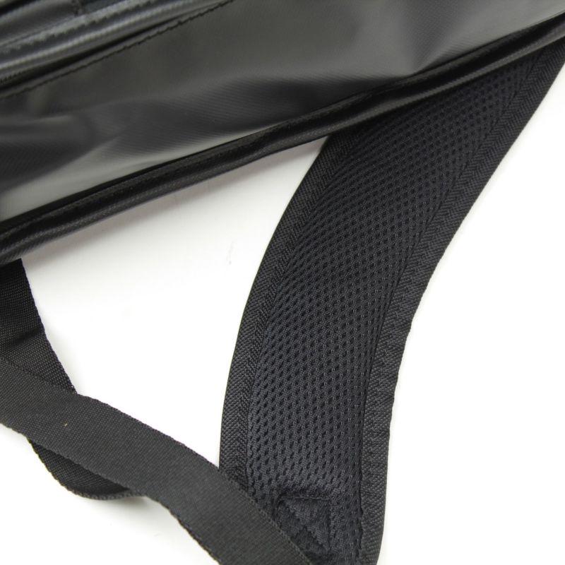 インターシティコーティング ビジネスリュック 肩ベルトの背面側は通気性のよいメッシュ仕様