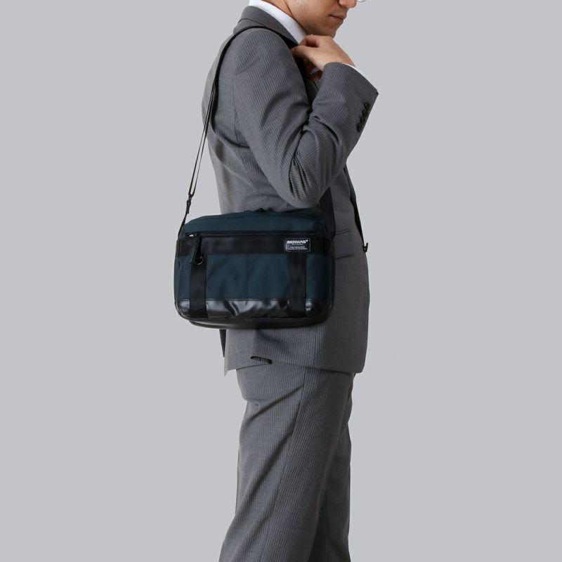バウアー3 ホリゾンタルショルダー コンパクトなサイズ感で持ち運びに便利