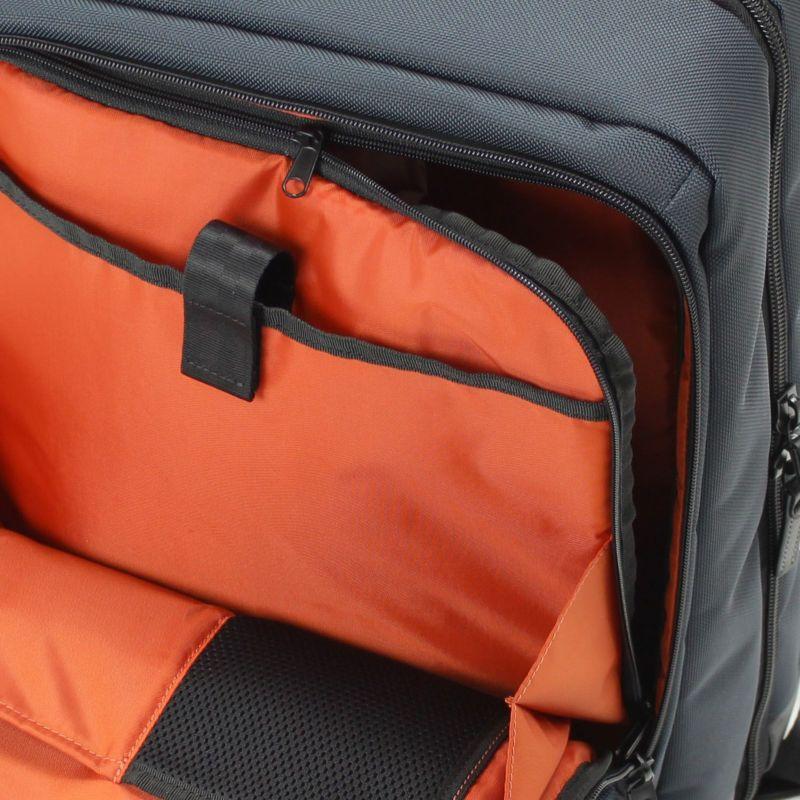 バウアー3 前ポケットのファスナーを開けるだけでメインルームの荷物も出し入れできて便利