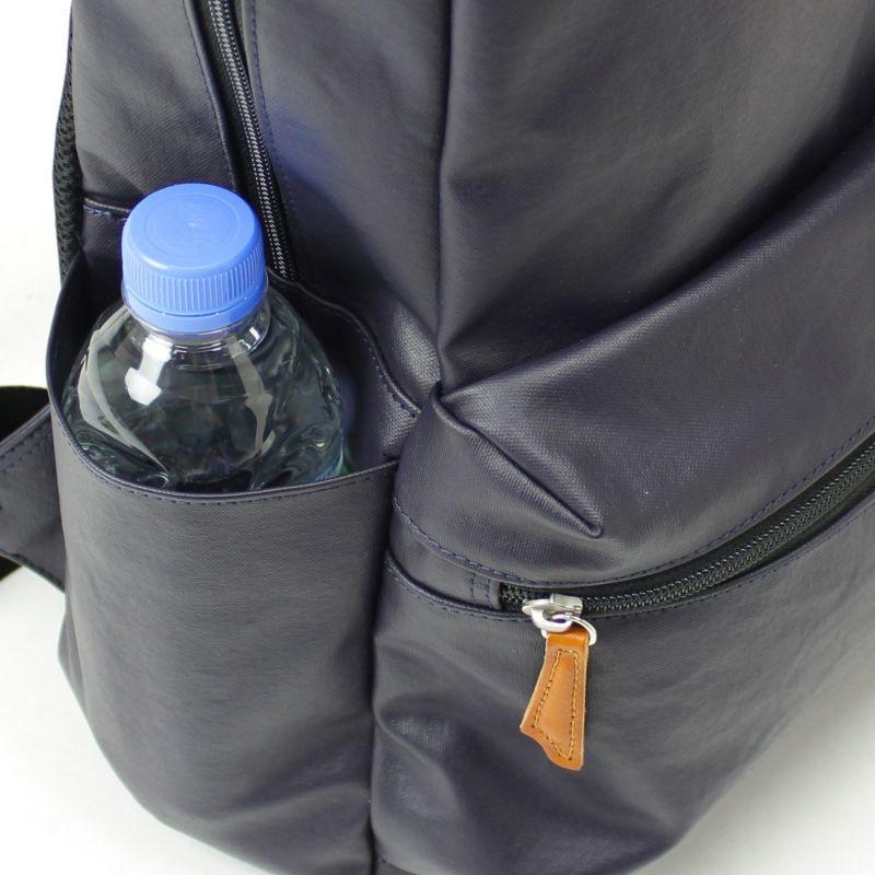 コミュート フラウ ペットボトルの収納に便利なサイドポケット