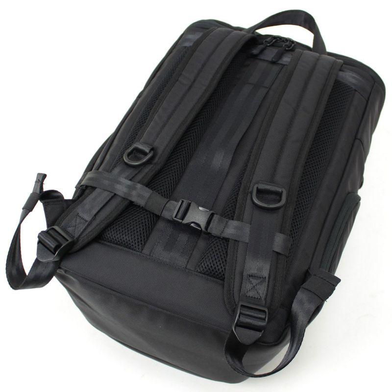 背面は通気性の良いクッション入りメッシュパッド仕様で蒸れにくく長時間の使用も快適