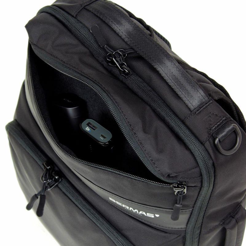 クッション性のある柔らかいパイル生地を使用した上部小物ポケット