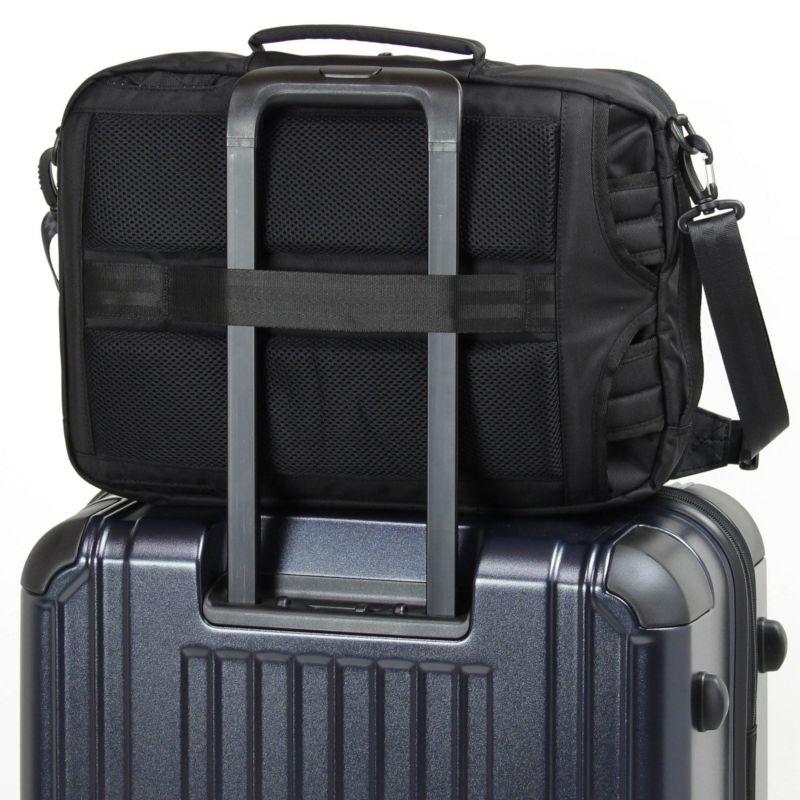 キャリーオン機能付きでスーツケースに簡単にセットアップ