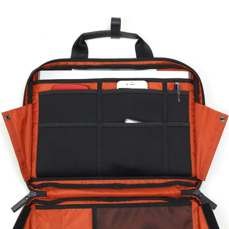 バウアースリー ガジェットポートフォリオ タブレットやノートパソコン収納可能なクッションポケット