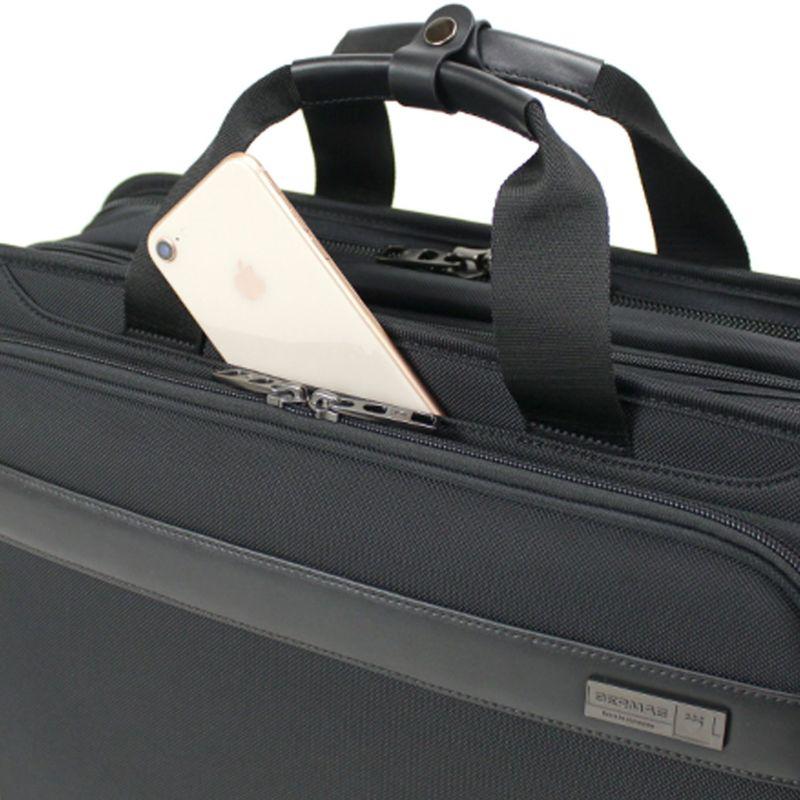 使用頻度の高いスマホなどのガジェット収納にモバイルポケット