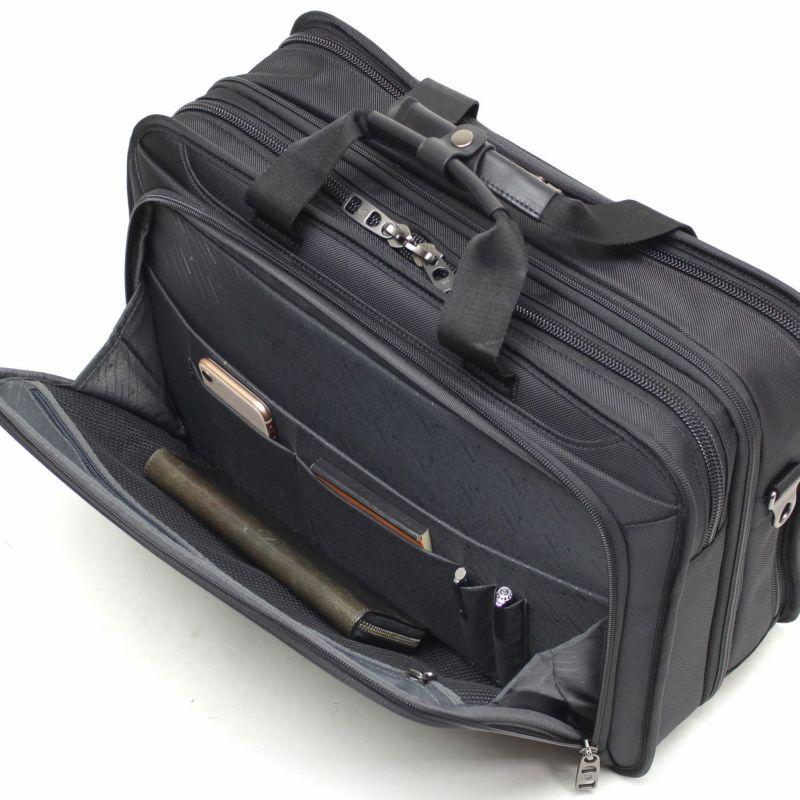 ビジネスでよく使うスケジュール帳やタブレットなどのモバイル機器の効率的な収納に最適な前ポケット