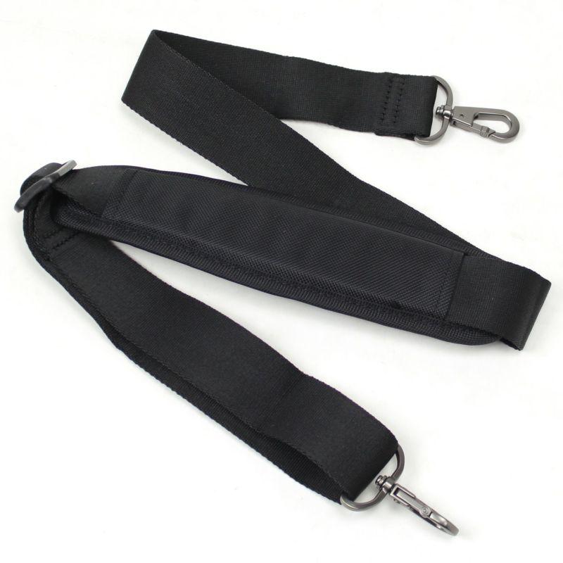 肩掛け、手持ちとスタイルに合わせて使用可能な着脱可能なショルダーベルト
