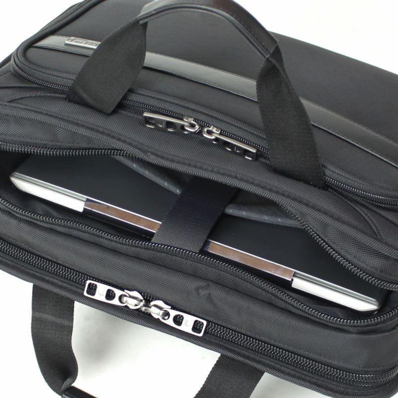 ディグリー ブリーフ PC収納に最適なクッションポケット