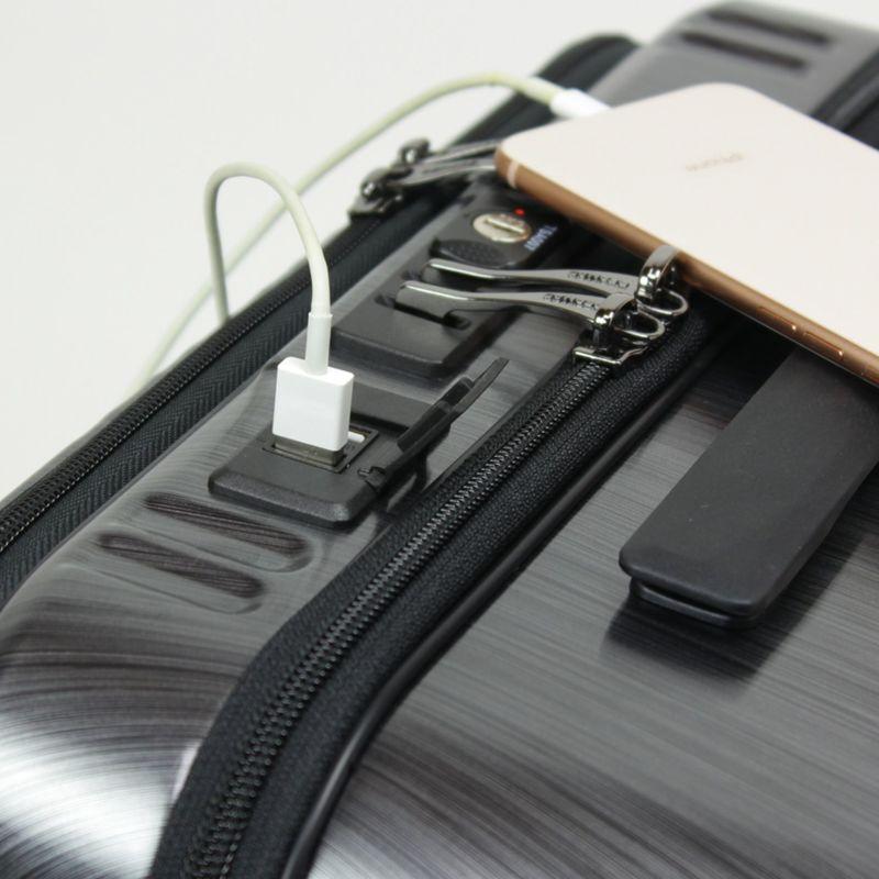USBポートを2口装備し、スマホなどの充電にも便利です