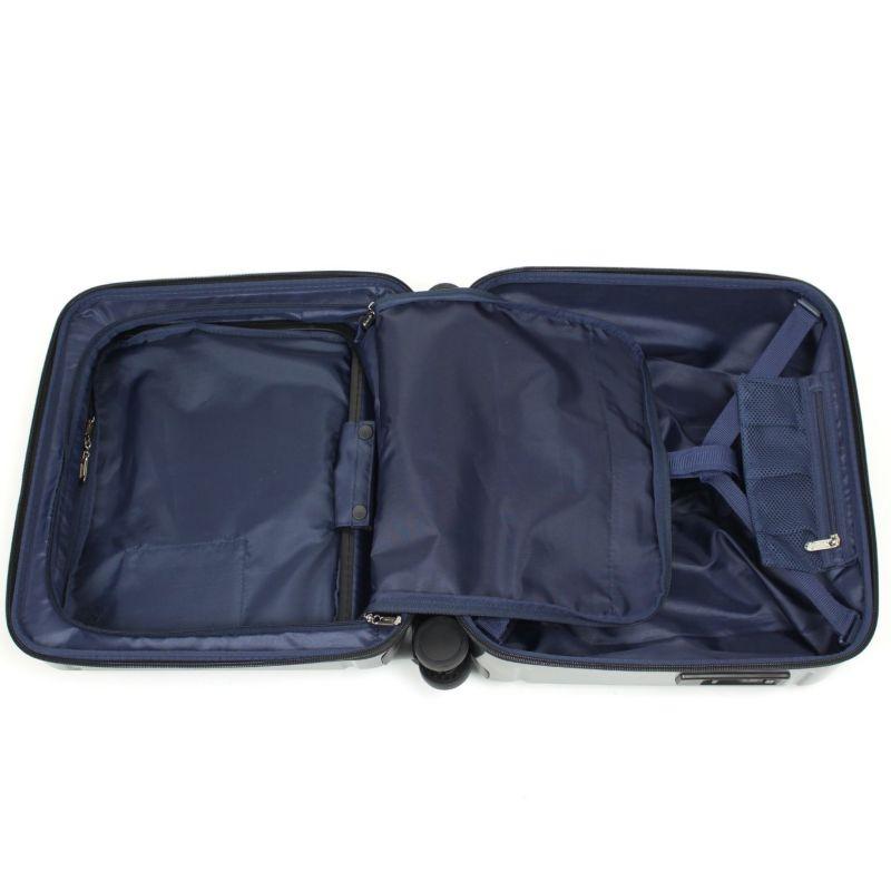 収納効率が高いレイアウトのメインルーム、機内持ち込み可能な小さいスーツケース