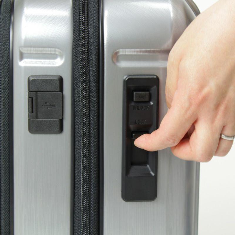 ストッパー付きの静音キャスター装備のコインロッカーに収納できる小さいキャリーバッグ