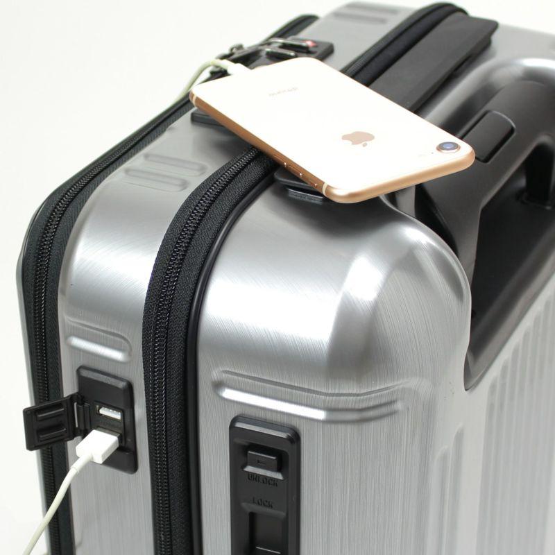 2口付USBポートを装備、スマホなどの充電に便利