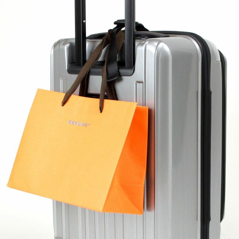 手荷物が増えたらバッグフックでスーツケースにまとめられる