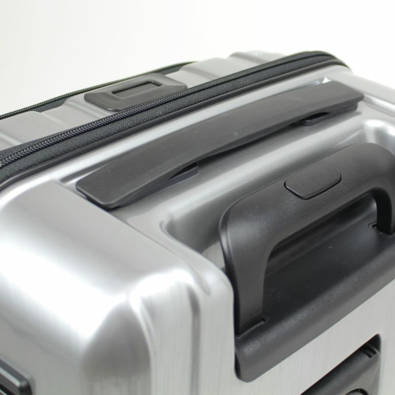 フラットなデザインで扱いやすいトップハンドル