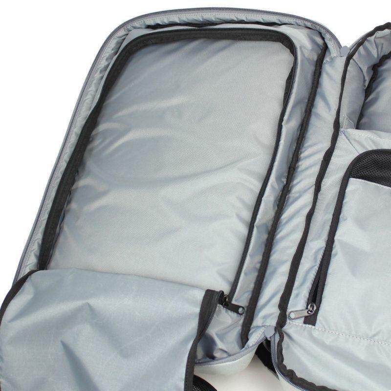 ジムグッズや衣類や出張・旅行のタオルなどの荷物、大きく開くファスナーポケットで仕分けしやすい
