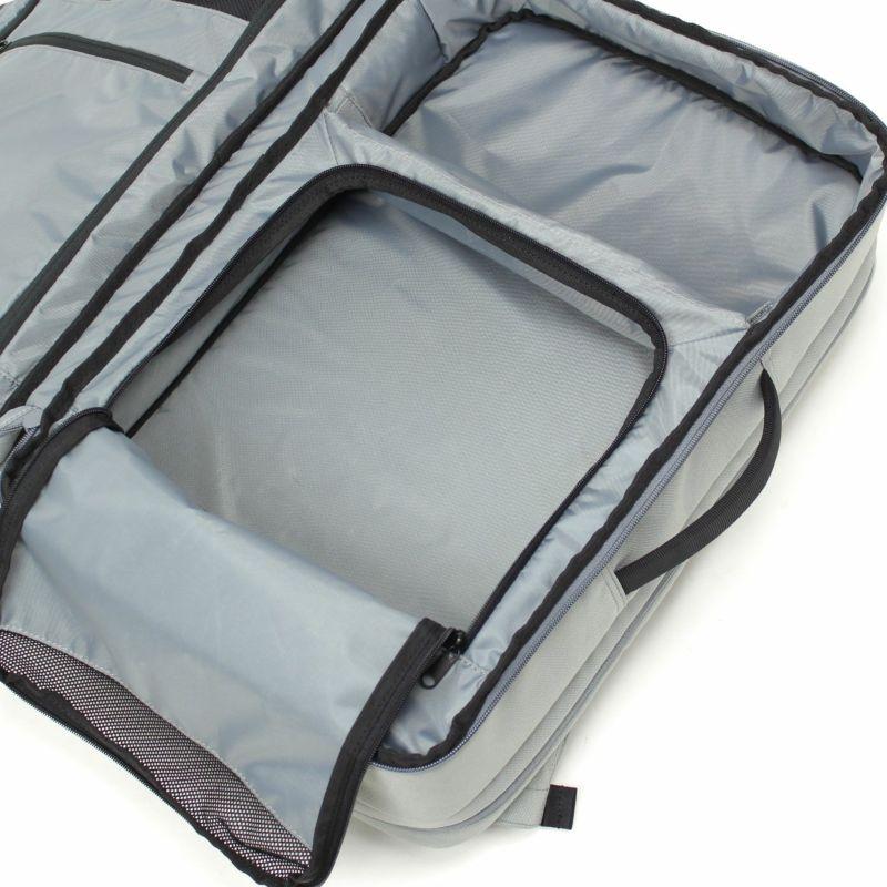 シューズ収納付きで持ち運びが容易に、普段のジム通いや出張や旅行にも使いやすいレイアウト