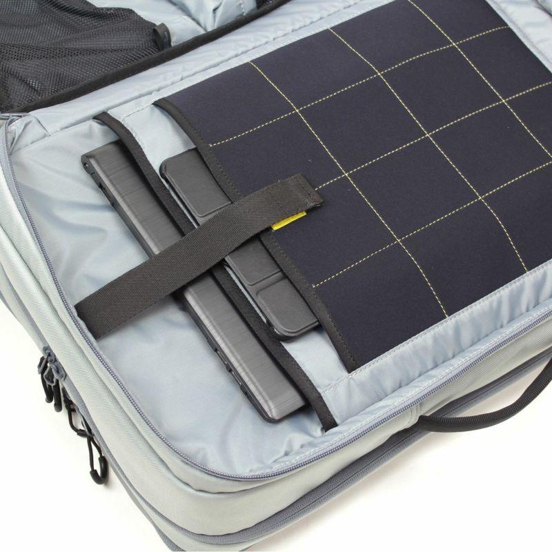 通勤や出張にもおすすめのリュック、ノートPCとタブレットの持ち運びに別々のクッションポケットを装備