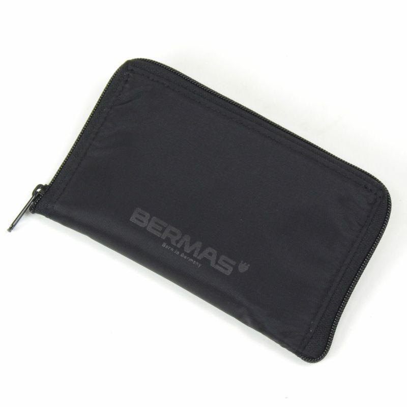 お買い物の際にはエコバッグとしても便利な、折りたたみできるポケッタブルトート付き