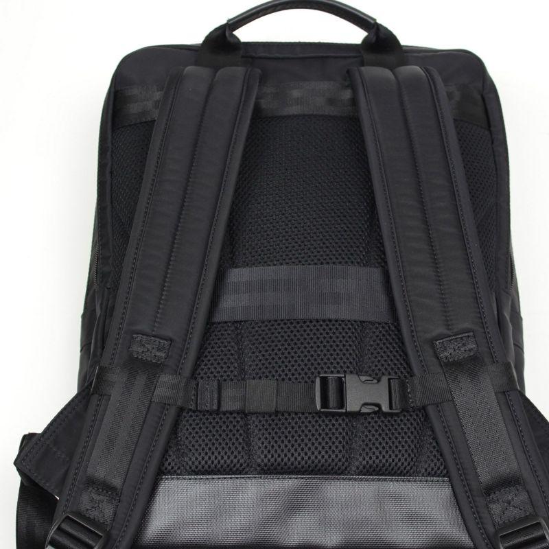 背面は通気性の良いメッシュパッドを採用し、長時間のご利用も快適