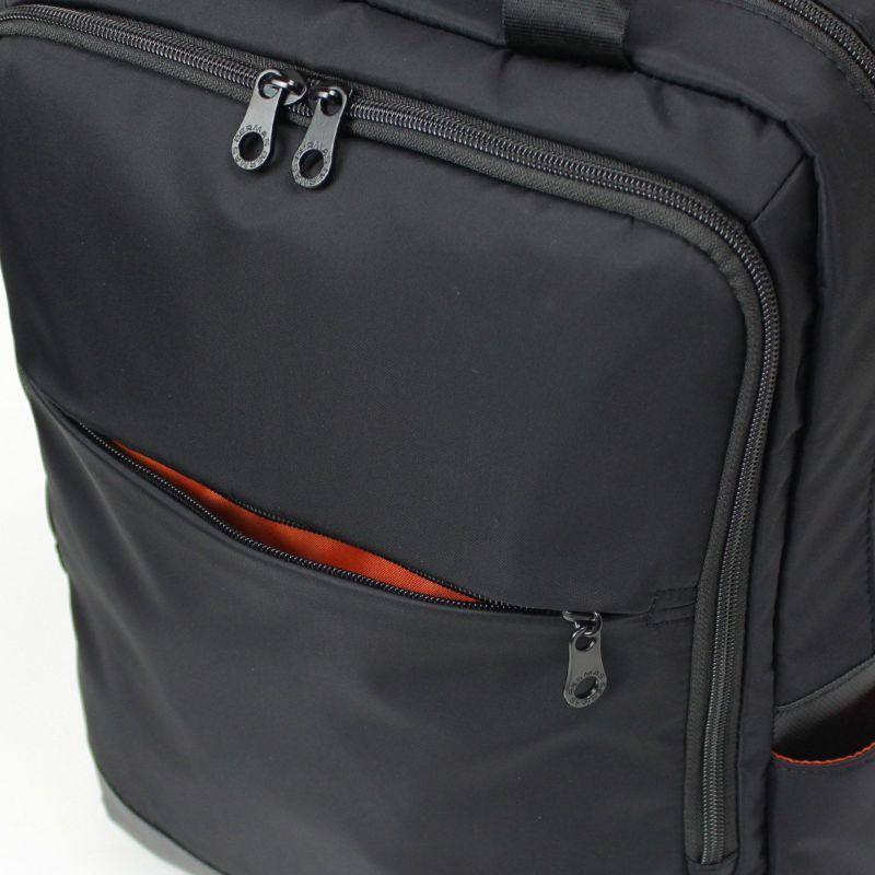 ファスナー付き前ポケットは小物収納に最適です