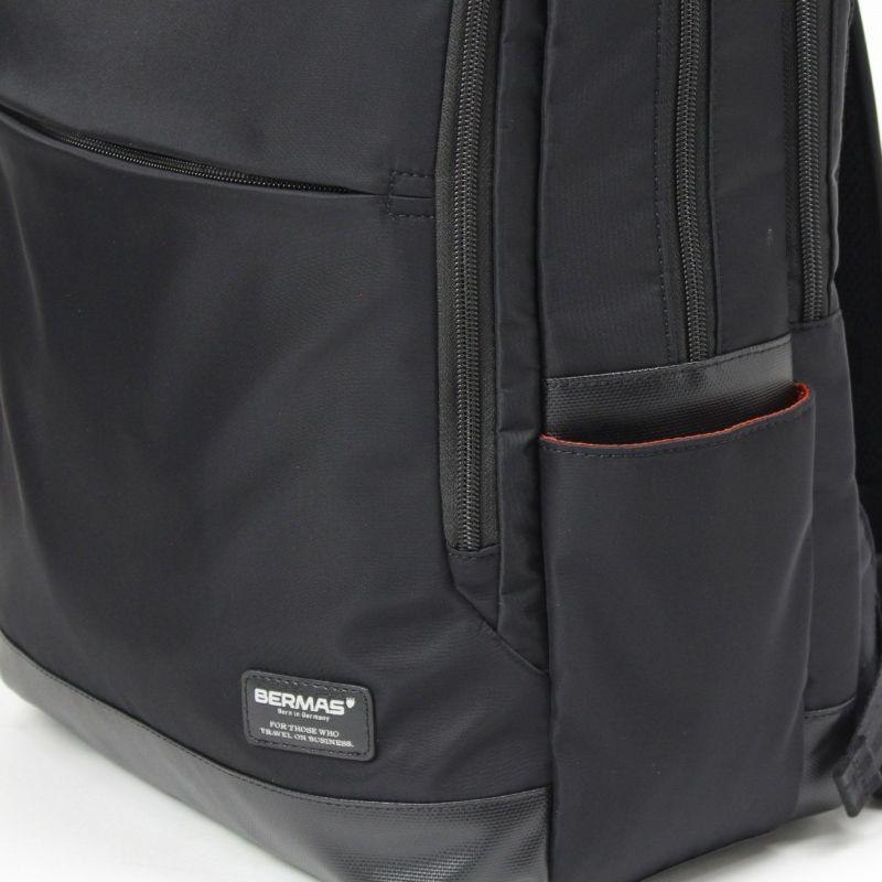 サイドポケットは折り畳み傘などの収納に便利